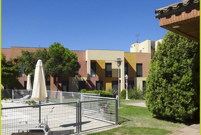 Vista del edificio de habitaciones de la residencia Montepríncipe