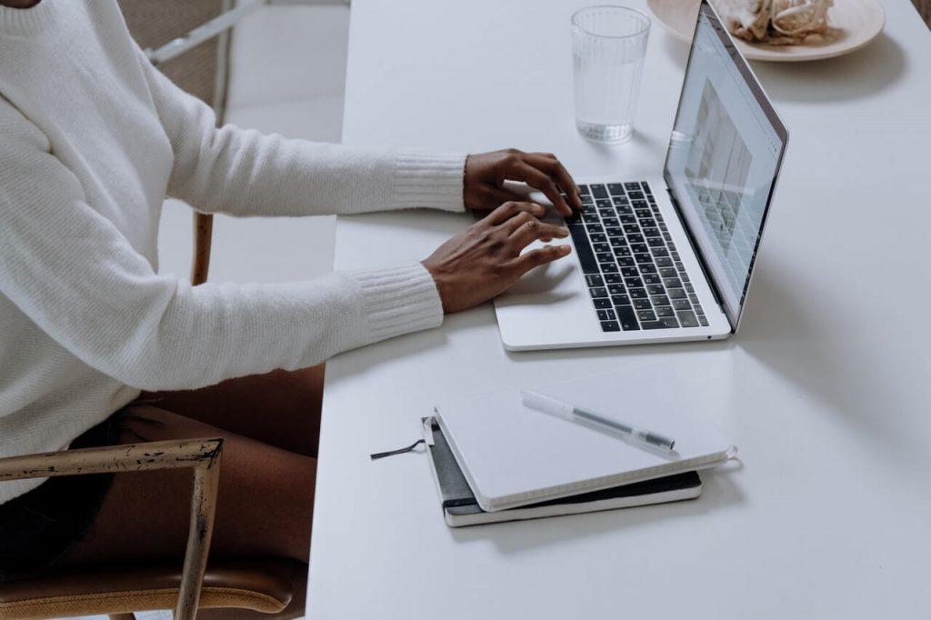 ¿Es conveniente compatibilizar trabajo y estudios?