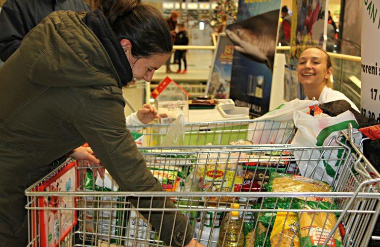 La Residencia Montepríncipe colabora con la recogida de alimentos 2020
